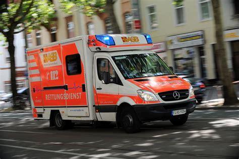 wann notarzt rufen anruf bei 112 die wichtigsten fragen zum krankenwageneinsatz