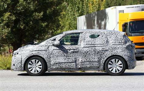 scenic renault 2017 spyshots 2017 renault scenic production model seen for