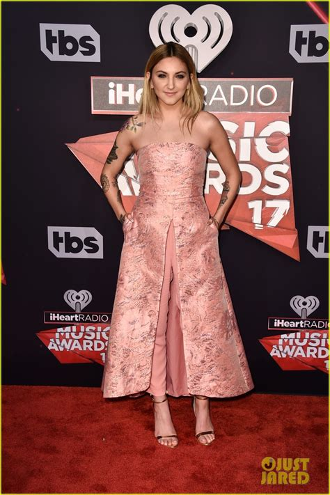 Julia Michaels & Bebe Rexha Hit the iHeartRadio Music ... Iheartradio Awards 2017