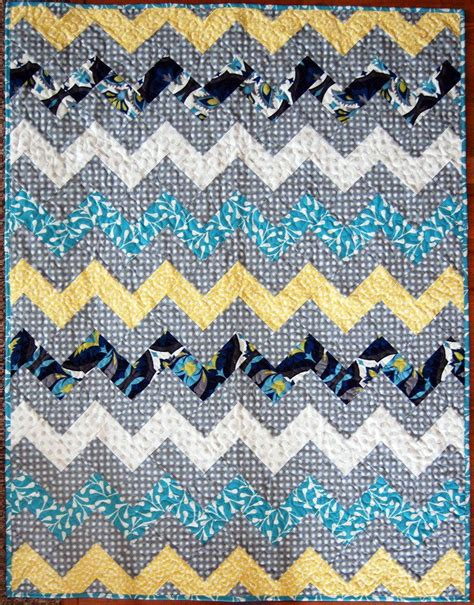 double zig zag quilt pattern zig zag chevron throw quilt favequilts com