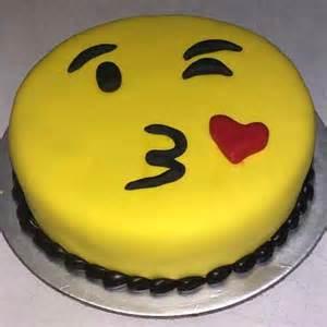smiley kuchen winking smiley fondant cake delivery in delhi
