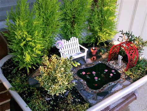 November 2012 The Mini Garden Guru From Twogreenthumbs Com Miniature Gardens Ideas