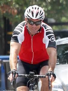 dennis quaid bike movie dennis quaid and on off wife kimberly enjoy bike ride in