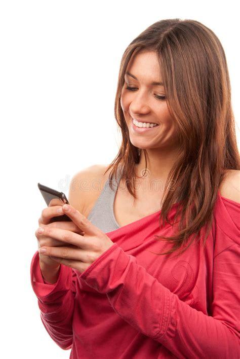donna digita e trasmette il cellulare mobile