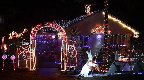 christmas lights australia lighting up the suburbs abc brisbane australian broadcasting corporation