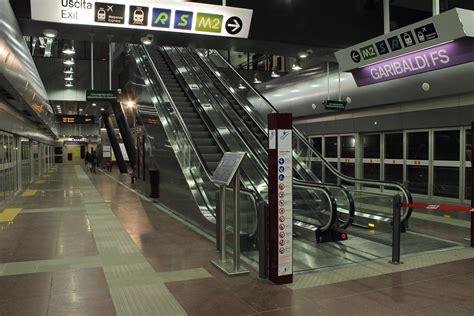metro porta garibaldi file linea 5 lilla metropolitana di stazione
