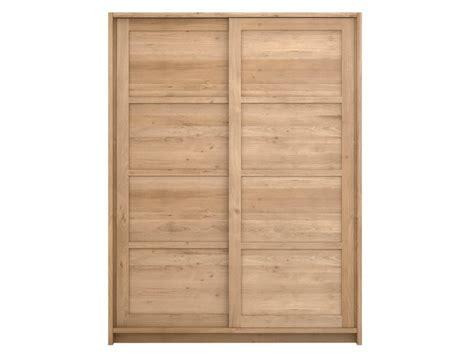 Solid Oak Sliding Wardrobe Doors by Solid Wood Wardrobe With Sliding Doors Oak Knockdown