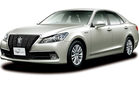 Toyota Crown Royal Saloon G Toyota Crown Royal Saloon G Front Three Quarter View Photo 1