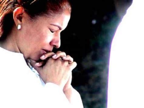 imagenes mujeres orando iglesia alerta la belleza de la modestia charo washer