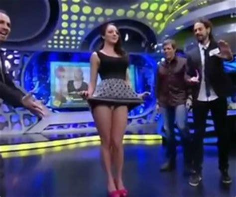 chones de conductoras una presentadora de un programa de tv mostr 243 su ropa