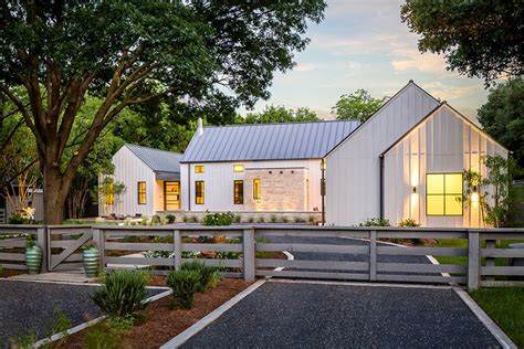 Contemporary Farmhouse Plans by Estate Like Modern Farmhouse In Texas Idesignarch