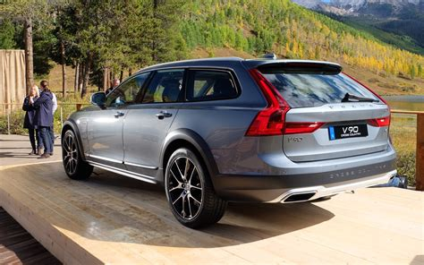 volvo  cross country taller   seductive  car guide