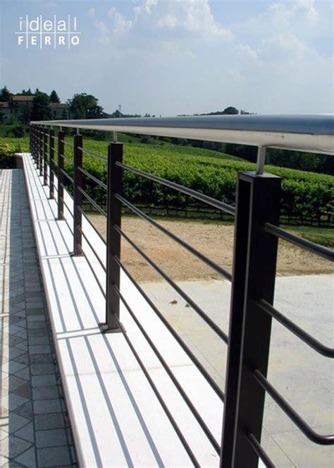 ringhiera in ferro per esterno parapetto esterno su muratura idealferro