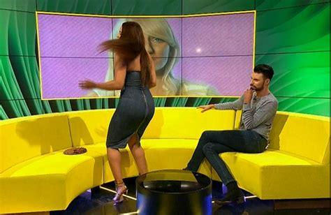 Tv Presenter Wardrobe by Wardrobe Sends Tv Presenter Into Hysterics