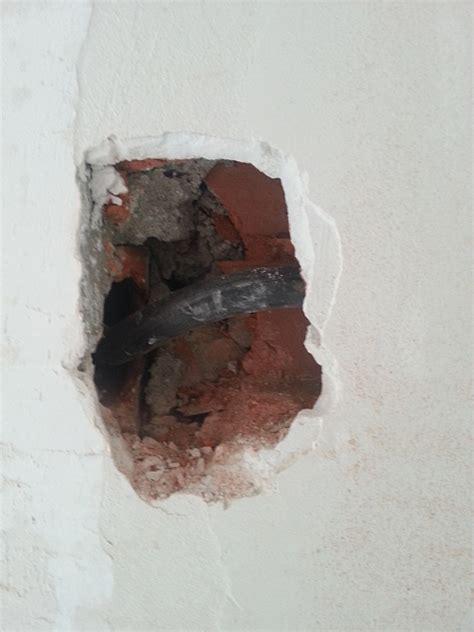 Reboucher Trou Mur Platre 5038 comment boucher un trou non vide dans un mur en briques ou