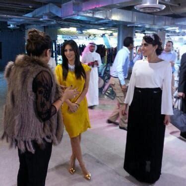 kim kardashian bachelor s degree kim kardashian 52 degrees november 29 2012 star style