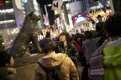 imagenes de shibuya japon la historia de hachiko el perrito fiel del cruce de