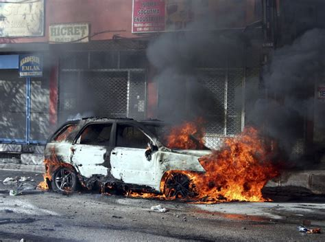 turkey 5 killed as car bomb explodes outside police station