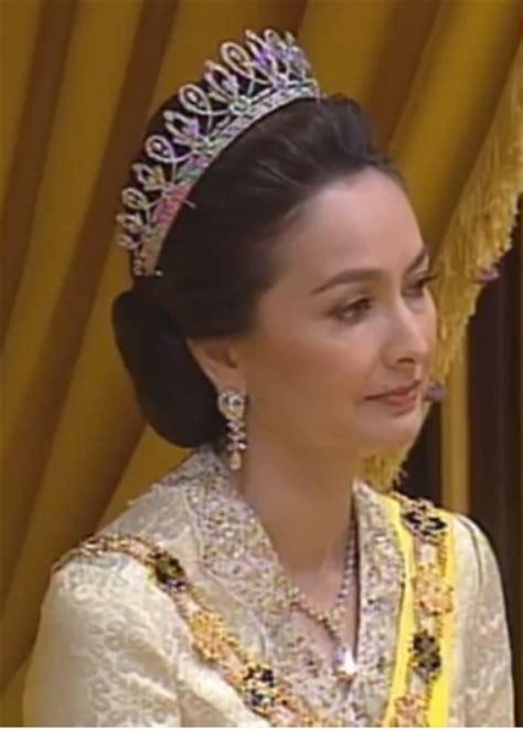 warisan raja permaisuri melayu tiara berlian tuanku zara ketika pertabalan