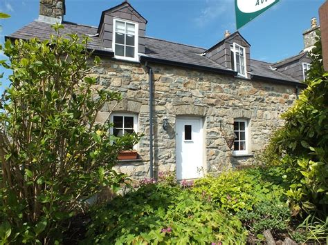 Cottages Newport Pembrokeshire by End Cottage West Newport Pembrokeshire 2101