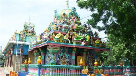 mengunjungi kuil shri raja rajeshwari  kabupaten langkat