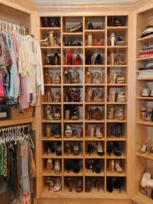 Shoe Closet Organization by What Look For In A Walk In Closet