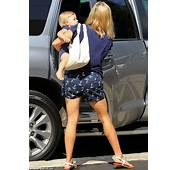 Reese Witherspoon Shows Off Her Slim Pins In Anchor