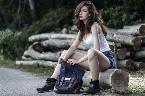 models spread legs shorts sneakers buy ariel atom canada girls in shorts sitting with legs spread women model