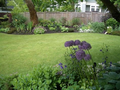 Backyard Against Traditional Perennial Traditional Landscape