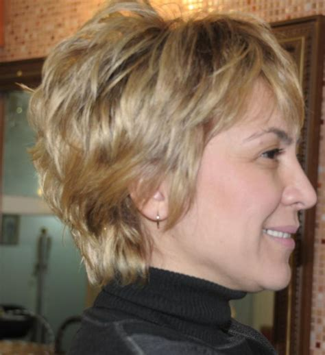 Simple Layered Short Haircuts Inspirations   Women Medium