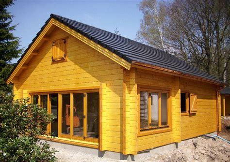 Holz Und Stein Haus Pläne by Inhortas Holzhaus Mit Schlafboden Ein Gartenhaus In