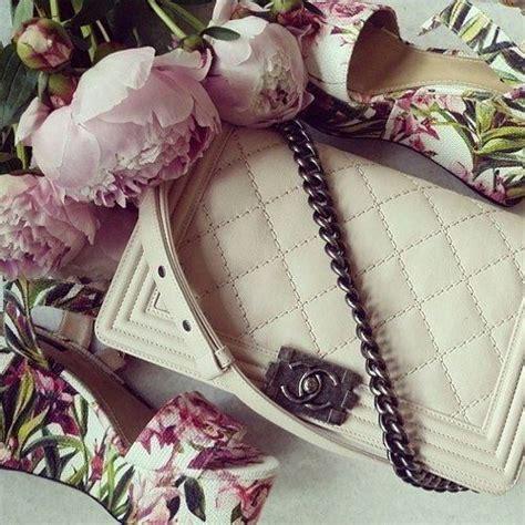 Tas Chanel Boy Flower white chanel bag chanelbag flowers chanel chanel iconic luxury brand