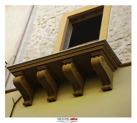 mensole in pietra rivestimento balcone con mensole e portale d ingresso in