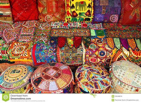 cuscini indiani cuscini e moquette indiani immagine stock libera da