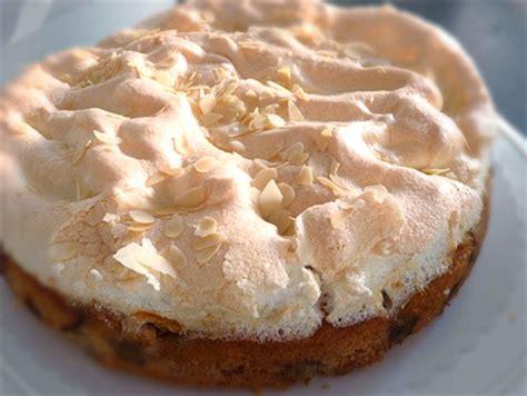baiser auf kuchen rhabarber kuchen rezept mit baiser schmeckt besonders im