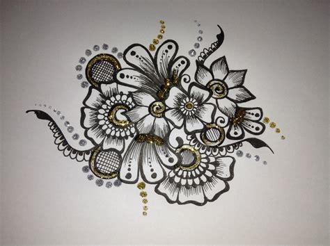 pattern flower henna filmpje over het tekenen van een henna tattoo tekenen