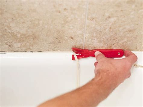caulking tips bathtub 25 best ideas about caulking tub on pinterest