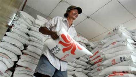 Karung Beras Bulog bulog ciamis akui tiga karung beras miskin rusak