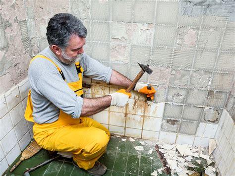 Badezimmer Fliesen Platzen by Bad Fenster Elektrik Wann Mietern Eine Renovierung Zusteht