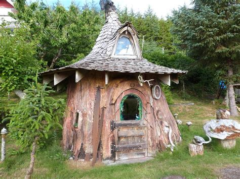 fanciest tiny house someone transformed this tree stump into a fancy hobbit
