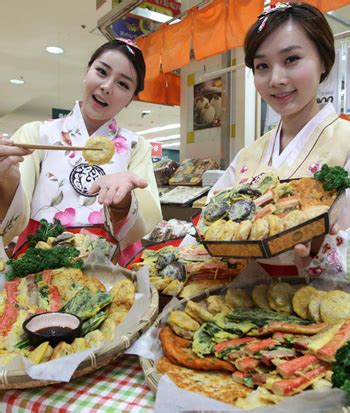 traditional korean food for new year today s photo january 18 2012 the chosun ilbo