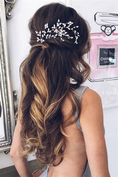 Hair For Guest Of Wedding by Best 25 Wedding Guest Hairstyles Ideas On