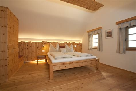 bett zirbenholz schlafzimmer
