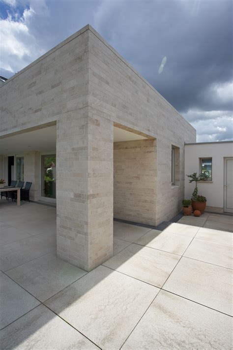 Terrassengestaltung Mit Holz 2037 by Umbriano Granitbeige Gemasert In Kombination Mit Grau