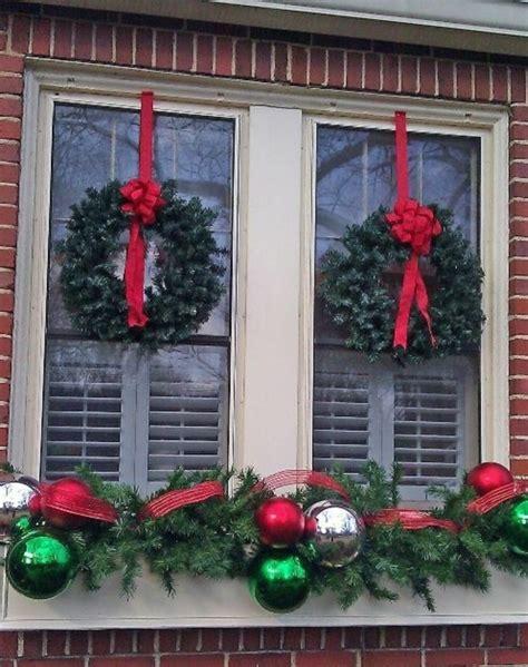weihnachtsdeko fenster kranz kreative ideen f 252 r eine festliche fensterdeko zu weihnachten