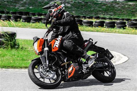 Motorrad 125 Testberichte by Testbericht 2014 Ktm 125 Duke Test 1000ps De