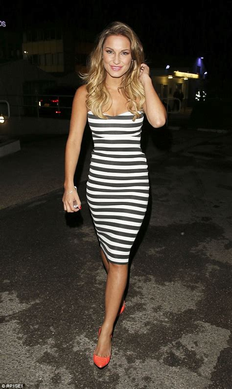 sam faiers looks stunning in figure hugging black and