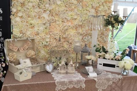 flower wall kim kardashian wedding people are loving these new flower walls being made by a