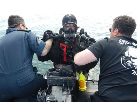 Search For Canadian Canadian Navy Divers Help In Search For Sea Mines