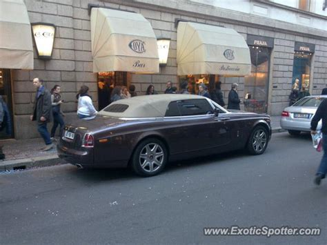 roll royce milano rolls royce phantom spotted in milano italy on 02 25 2012